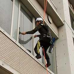 ガラス清掃・高所ガラスクリーニング