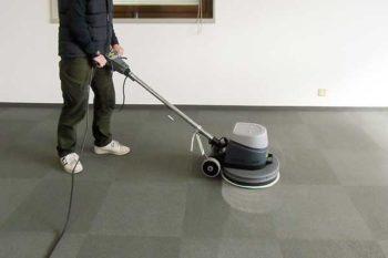 カーペット清掃-イノベーターによるブラシ掛け